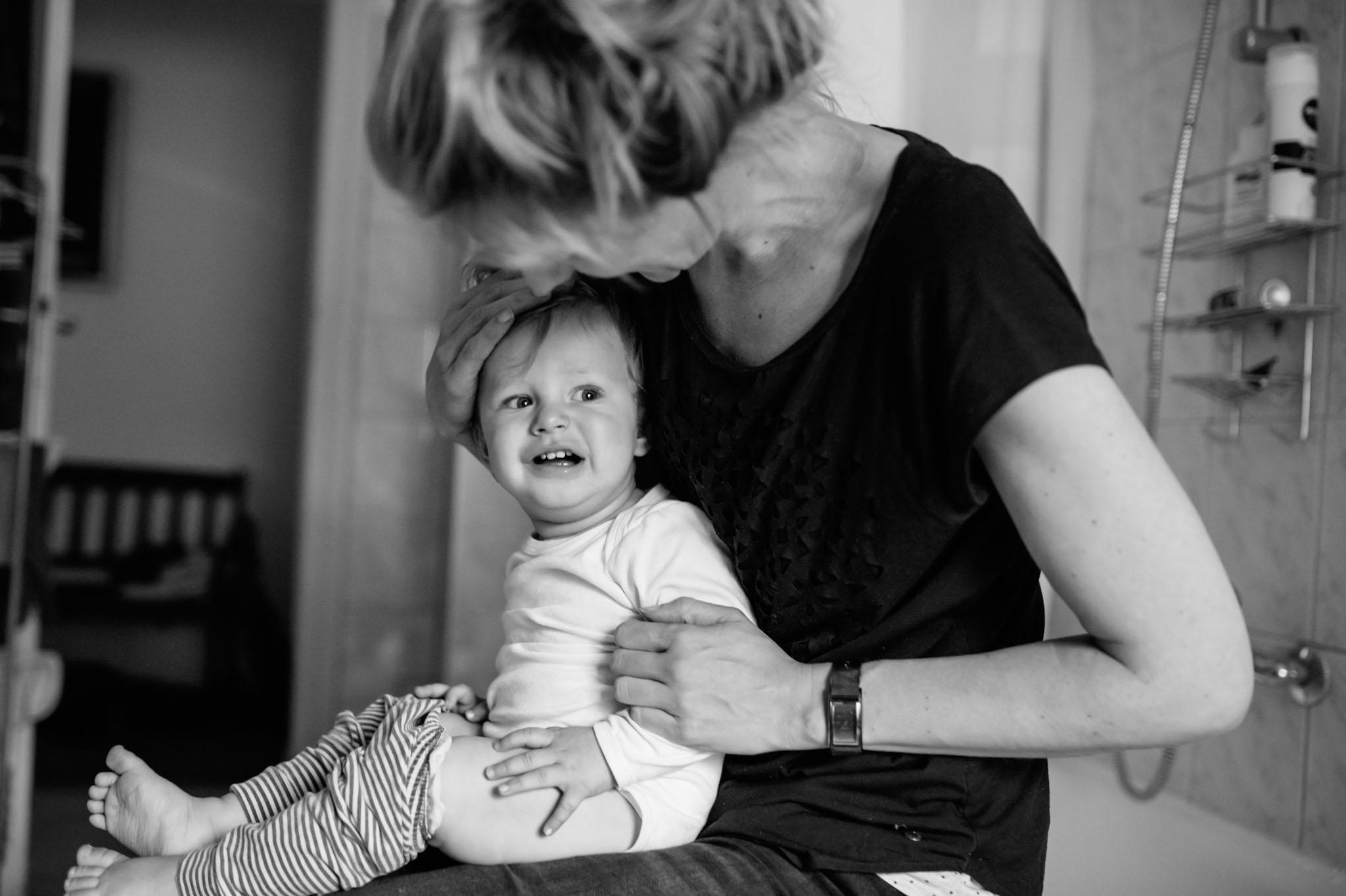familien-fotografie-wickeln-alltag-reportage-berlin