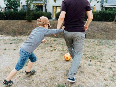 familienfotos-berlin-familienreportage-fussball-spielen