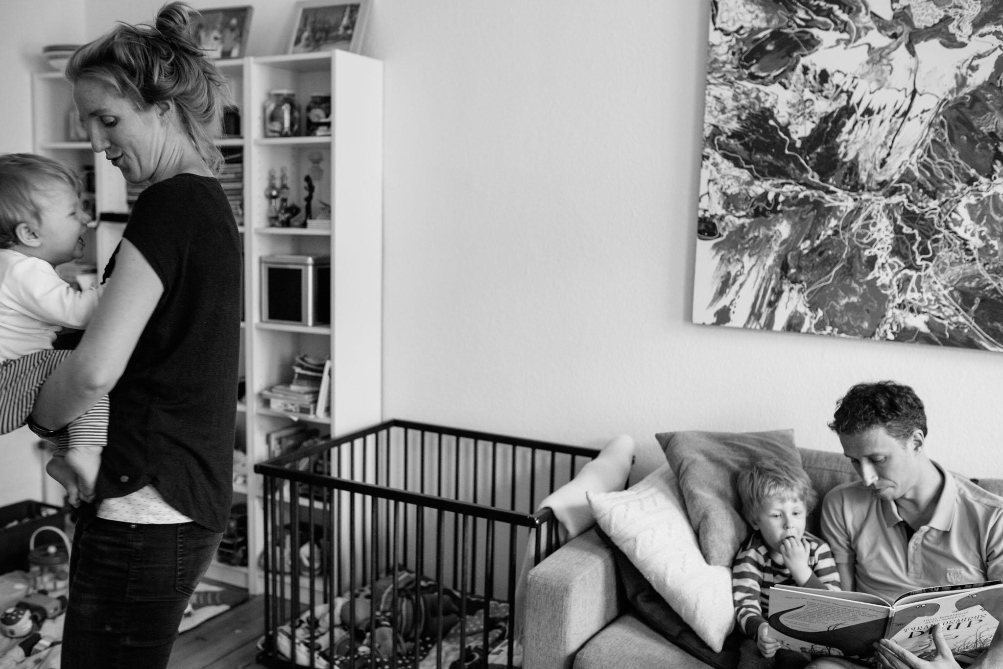 familienfotos-reportage-schwarzweiss-familie-fotograf-berlin