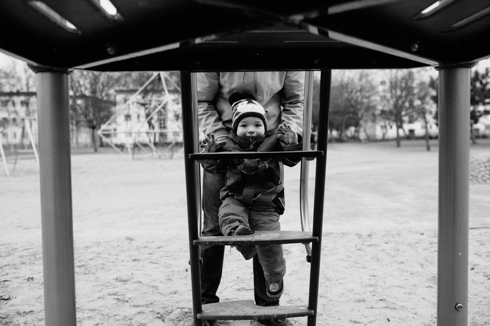 familienreportage-berlin-fotograf-draussen