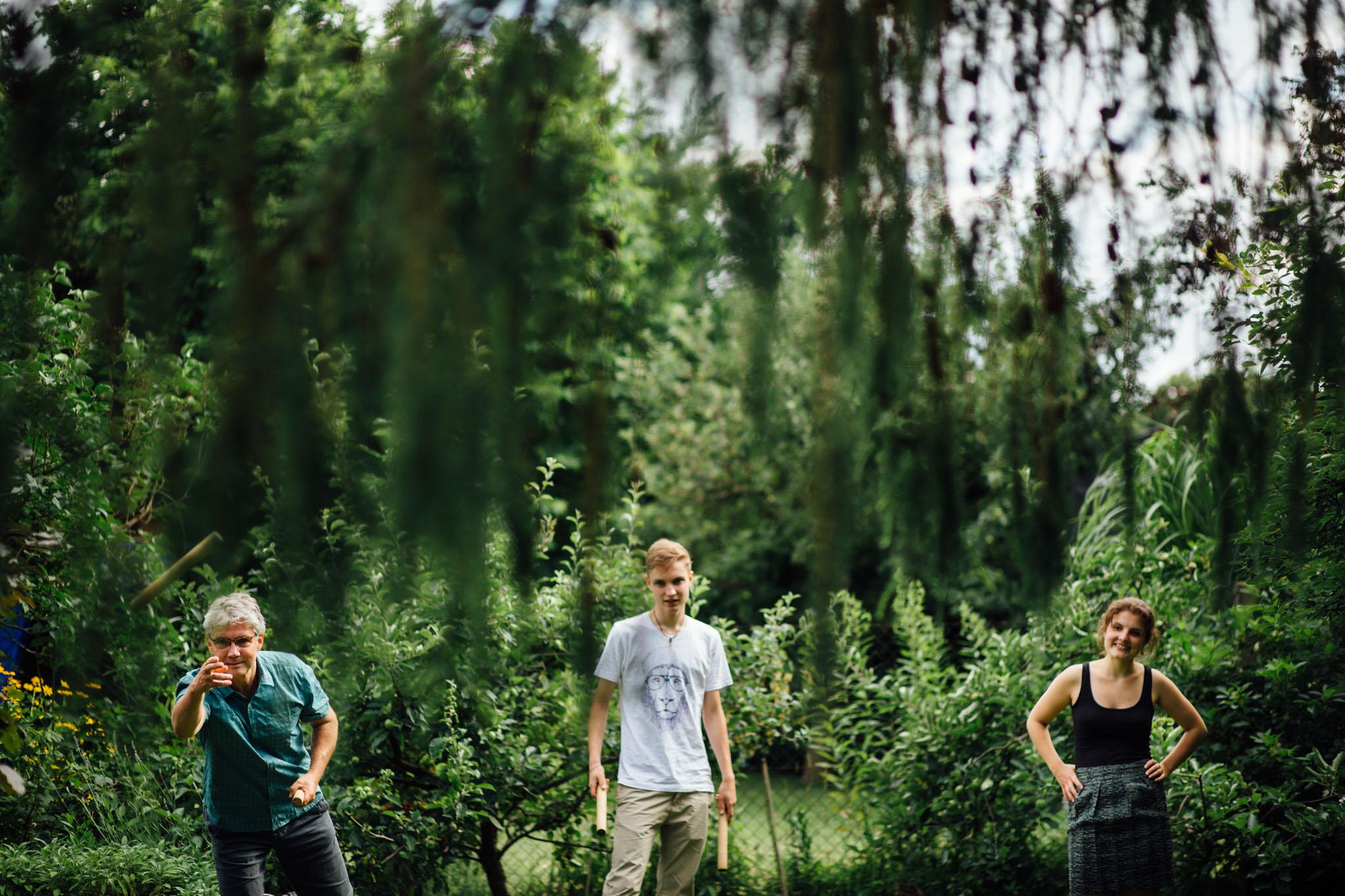 kubb-spielen-fotograf-familie-berlin