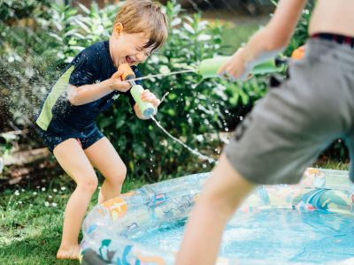 A Newborn, a Water Battle and ice-cream on the Balcony – Family photos in Berlin
